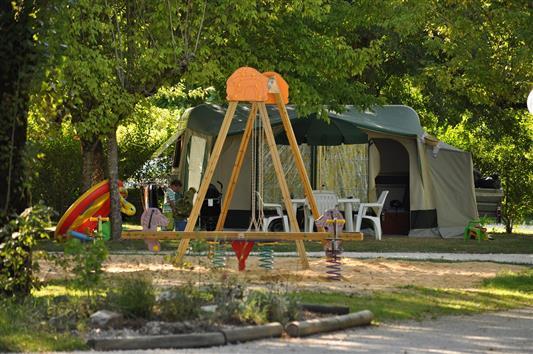 Camping la cigaline bienvenue welcome sarlat for Camping perigord noir piscine